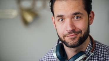 alexis ohanian header 3 2 0 370x208 - Alexis Ohanian: Creating the front page of the internet